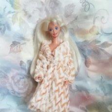 Barbie y Ken: PRECIOSO CONJUNTO DE ABRIGO Y ZAPATOS PARA BARBIE O MUÑECA SIMILAR. Lote 251988945