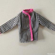 Barbie y Ken: BARBIE CHAQUETA PATA DE GALLO BLANCA Y NEGRA AÑOS 90 FASHION GIFT SET EASY TO DRESS. Lote 254119415