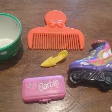 Barbie y Ken: ORIGINAL LOTE DE 5 PIEZAS, DE MUÑECAS, PEINE, ZAPATOS, TAZA, MALETIN BARBIE. Lote 259840005