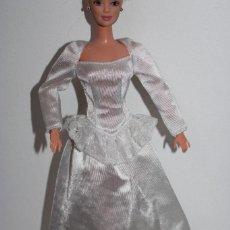 Barbie y Ken: ROPA VINTAGE DE BARBIE - VESTIDO DE NOVIA - ORIGINAL CON ETIQUETA. Lote 260611245