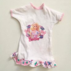 Barbie y Ken: BARBIE CAMISETA EXTRA VESTIDO BLANCO SERIGRAFÍA ORIGINAL BARBIE AÑOS 90. Lote 262255355