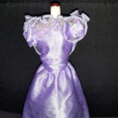 Barbie y Ken: VESTIDO VINTAGE BARBIE MORADO. Lote 262656430