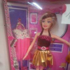 Barbie y Ken: MUÑECA CON ACCESORIOS TIPO MANIQUÍ BARBIE. Lote 269391393