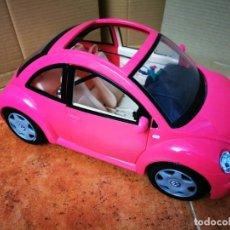 Barbie y Ken: COCHE BARIBIE WOLKSVAGEN ESCARABAJO DESCAPOTABLE ROSA EN BUEN ESTADO CON RETROVISORES. Lote 278800258