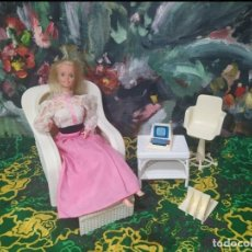 Barbie y Ken: SILLÓN Y MUEBLES BARBIE SUPERSTAR. Lote 288577783