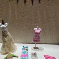 Barbie y Ken: LOTE VESTIDOS BARBIE. Lote 295698323
