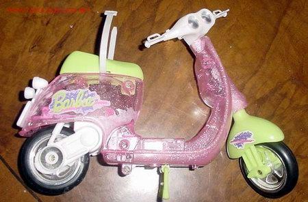MOTO DE BARBIE EN ES DE PLASTICO TRANSPARENTE CON PURPURINA Y TIENE TODAS SUS PEGATINAS (Juguetes - Muñeca Extranjera Moderna - Barbie y Ken)