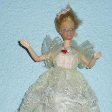 Barbie y Ken: BARBIE. ALTURA 31 CM. MATTEL MADE IN CHINA. EN EL CUERPO TIENE GRABADO 1966 Y EN EL CUELLO 1998. Lote 27138950