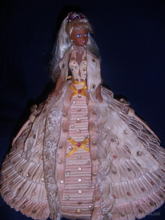 MUÑECA BARBIE? ,HECHO SU VESTIDO CON PAPEL HIGIENICO.ESPECTACULAR. (Juguetes - Muñeca Extranjera Moderna - Barbie y Ken)