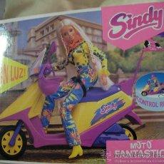 Barbie y Ken: ANTIGUA MOTO FANTASTICA DE SINDY A CONTROL REMOTO EN SU CAJA NUEVA DE TIENDA. Lote 32344853