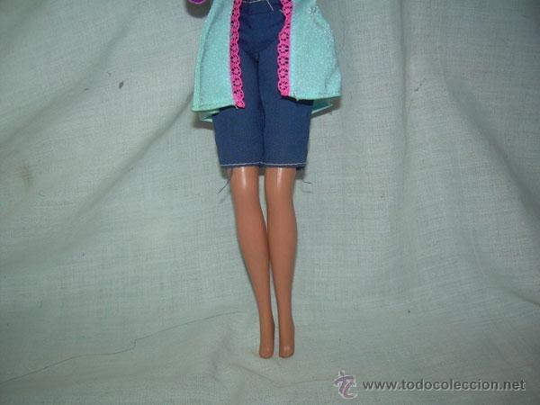 Barbie y Ken: MUÑECA BARBIE , MARCA MATTEL INC 1966 CHINA EN EL DORSO Y EN LA NUCA MATTEL INC 1976 - Foto 3 - 40355725