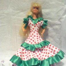 Barbie y Ken: BARBIE DE LOS 80- EN NUCA 1976 -EN CINTURA 1966, CON VESTIDO NOVIA, SEVILLANA,,ECT. Lote 42292610