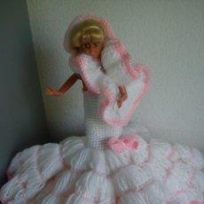 Barbie y Ken: PRECIOSA BARBIE COM EL VESTIDO DE LANA HECHO A MANO ESTA SELADA PETIA ... Lote 43391887