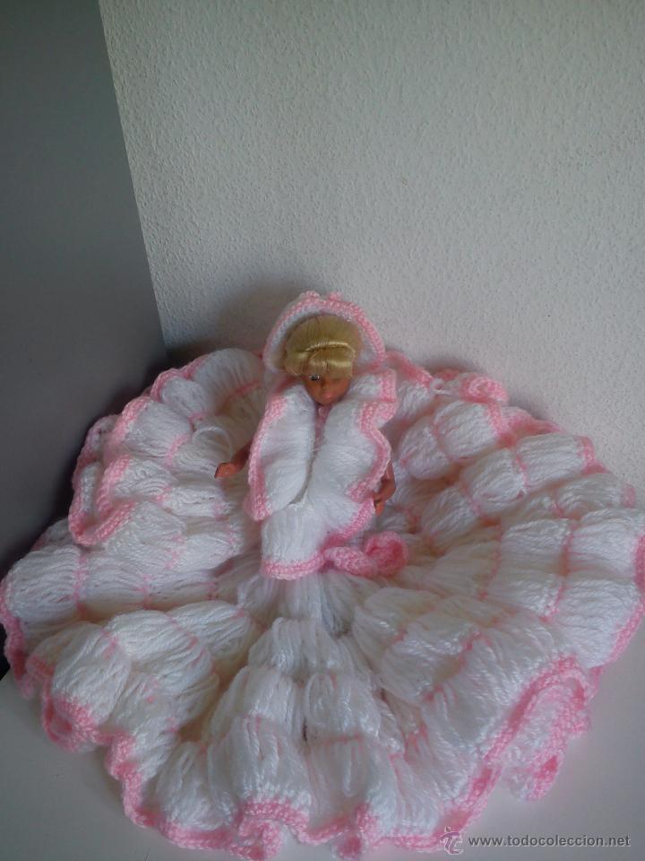 Barbie y Ken: PRECIOSA BARBIE COM EL VESTIDO DE LANA HECHO A MANO ESTA SELADA Petia .. - Foto 2 - 43391887