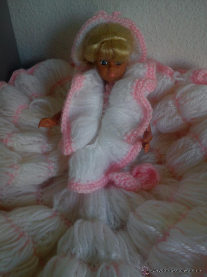Barbie y Ken: PRECIOSA BARBIE COM EL VESTIDO DE LANA HECHO A MANO ESTA SELADA Petia .. - Foto 3 - 43391887
