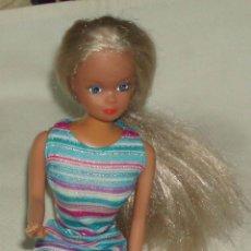 Barbie y Ken: MUÑECA BARBIE VESTIDA. Lote 44689554