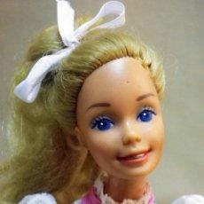 Barbie y Ken: MUÑECA BARBIE, FABRICADA POR MATTEL, ROPA ORIGINAL. Lote 47645426
