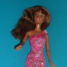 Barbie y Ken: BARBIE MULATA NEGRA DE MATTEL 1999 INDONESIA + VESTIDO. Lote 41710663