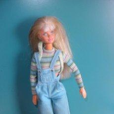 Barbie y Ken: MONA BARBIE MATTEL 1991, 1994 MALAYSIA, ARTICULADA , CON BAMBOS, MONO Y MOCHILA!!!!. Lote 37901117