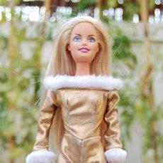 Barbie y Ken: VESTIDO ORIGINAL DISNEY MONO DORADO. Lote 50549659