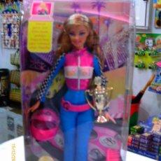 Barbie y Ken: BARBIE PILOTO DE CARRERAS AÑO 2009.NUEVA EN CAJA SELLADA.. Lote 56305423