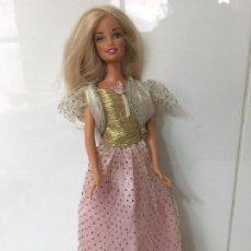 Barbie y Ken: BARBIE CON VESTIDO ROSA Y ORO, EN CABEZA MATTEL INC. 1998 EN CUERPO MATTEL 1999 CHINA. Lote 67182169