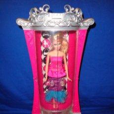 Barbie y Ken: BARBIE -PRECIOSA BARBIE MODA MAGICA EN PARIS CON ARMARIO PURPURIZADOR (FUNCIONA), 111-1. Lote 37098504