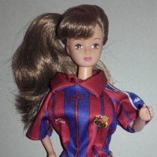Barbie e Ken: MUÑECA SUSY DE FALCA VESTIDA DEL BARÇA BARCELONA FUTBOL TIPO BARBIE - SUSI. Lote 86197040