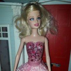 Barbie y Ken: PRECIOSA MUÑECA BARBIE PRINCESA MATTEL ROPA INCLUIDA SERIE PRINCESAS MAGIA EN PARIS. Lote 94523218