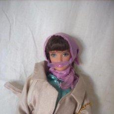 Barbie y Ken: BARBIE MORENA CON UNO DE LOS VESTIDOS DEL COLECCIONABLE DE RBA. Lote 95615483