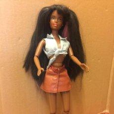 Barbie y Ken: PRECIOSA MUÑECA BARBIE NEGRITA ARTICULADA, DE MATTEL, INDONESIA. AÑO 1990 EN LA NUCA. VER FOTOS. Lote 96213491