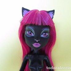 Barbie y Ken: MUÑECA MUÑECA MONSTER HIGH CATTY NOIR SCARE MESTER NUEVA CON SU SOPORTE ORIGINAL CUSTOM OOAK. Lote 105311907