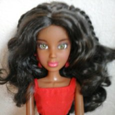 Barbie y Ken: PRECIOSA MUÑECA LIV NEGRITA NEGRA MULATA MORENA ARTICULADA TAMAÑO BARBIE ROPA ORIGINAL Y ZAPATOS. Lote 99746191