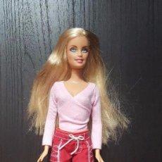 Barbie y Ken: MUÑECA BARBIE CON BLUSA DE PUNTO Y PANTALONES CORTOS MATTEL 1999. Lote 100548059