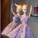 Barbie y Ken: BARBIE (LILLY VON HAUSER) 1957 PRIMERA EDICIÓN TRAJE ORIGINAL Y UNA SERIE DE VESTIDOS DE LOS AÑOS 60. Lote 102384815