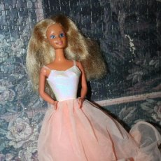 Barbie y Ken: MUÑECA BARBIE LADY, PEACHES'N CREAM MADE IN SPAIN VESTIDO COLOR SALMON CONGOST. Lote 103718567