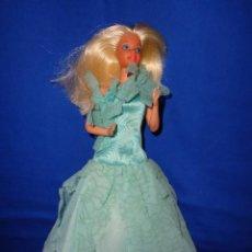 Barbie y Ken: BARBIE - ANTIGUA BARBIE CONGOST SPAIN RUBIA, CON UN MECANISMO Y VESTIDO RARO ORIGINAL VER FOTOS! SM. Lote 203782332