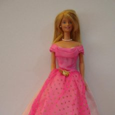 Barbie y Ken: (TC-109) MUÑECA BARBIE CUELLO MATTEL 1998 ESPALDA 1966 MATTEL INC CHINA. Lote 112515259