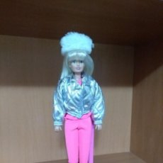 Barbie y Ken: SINDY TIPO BARBIE ESQUIADORA. Lote 113120735