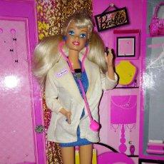 Barbie y Ken: PRECIOSA BARBIE DR. DOCTORA, CON SU TRAJE, JOYAS, ZAPATOS Y MALETIN - MATTEL - 1993, DOLL, POUPÉE. Lote 148352164