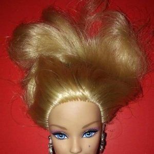 Barbie Mattel 2009 muy articulada, falta de manos y parte del pelo