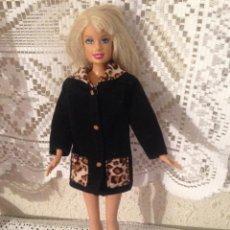 Barbie y Ken: PRECIOSA MUÑECA MANIQUI BARBIE DE MATTEL 1999 CON ABRIGO ORIGINAL. Lote 118091591