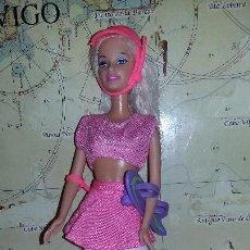 Barbie y Ken: BARBIE CON CASCO Y MONOPATÍN. Lote 119958087