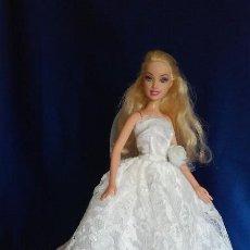 Barbie y Ken: ESPECTACULAR MUÑECA BARBIE VESTIDA DE NOVIA. Lote 121985159