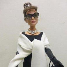 Barbie y Ken: PRECIOSA Y ÚNICA BARBIE DE COLECCION AUDREY HEPBURN-DESAYUNO CON DIAMANTES-BREAKFAST AT TIFFANY´S. Lote 125916019
