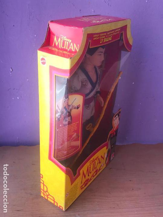 Barbie y Ken: ANTIGUA CAJA CON MUÑECO LI SHANG DE LA PELICULA MULAN DE DISNEY NUEVA DE TIENDA - Foto 2 - 129302911