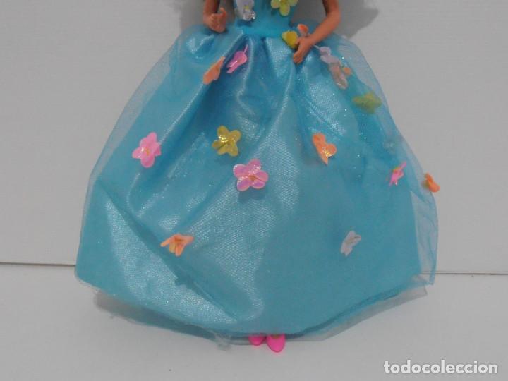 Barbie y Ken: MUÑECA BARBIE MATTEL, VESTIDO AZUL CON FLORES, COMPLEMENTOS, AÑOS 90, MUY BUEN ESTADO - Foto 3 - 132028370