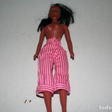 Barbie y Ken: MUÑECA TIPO BARBIE NEGRITA . Lote 133353142