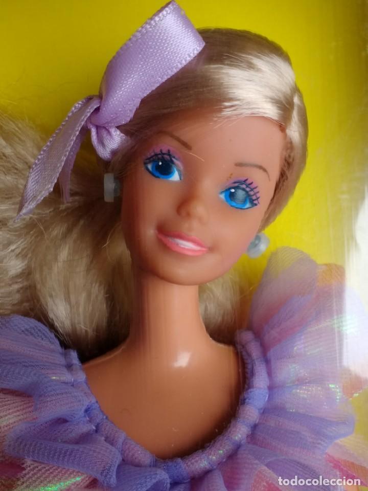 BARBIE REGALOS NUEVA EN CAJA (Juguetes - Muñeca Extranjera Moderna - Barbie y Ken)