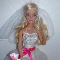 Barbie y Ken: MUÑECA BARBIE MATTEL VESTIDA DE NOVIA CON RAMO DE FLORES. Lote 139181742